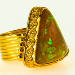 Opal Ring Trillian Cut